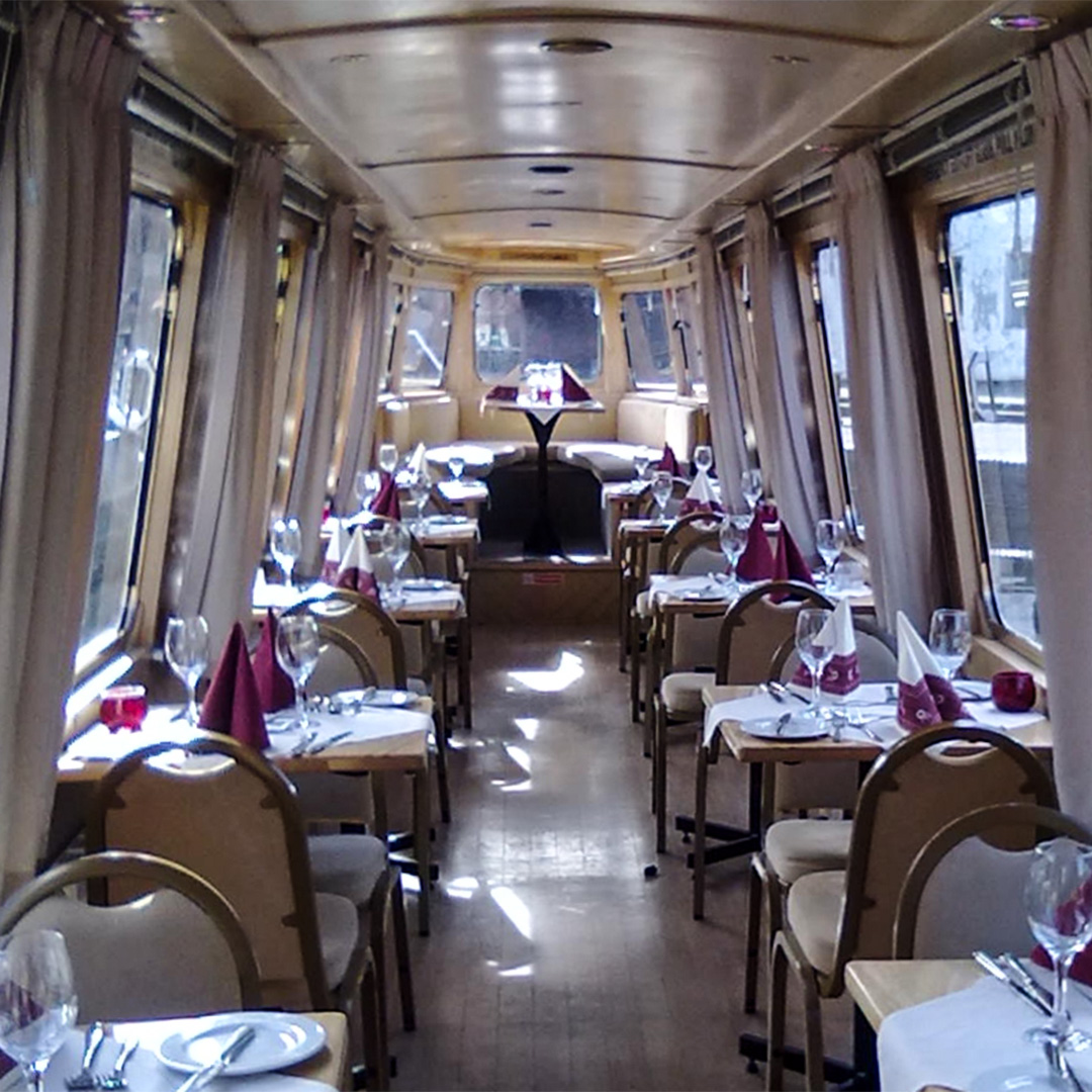 Canal Place Apartments: Away2Dine Canal Cruising Restaurant